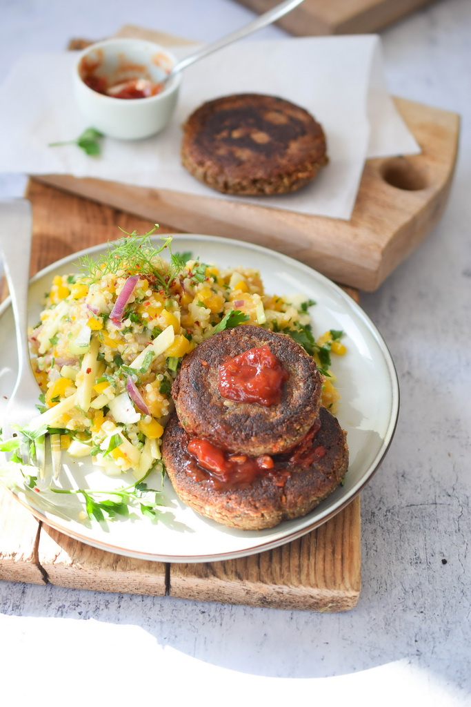 Mango salata i vegan burgeri (Foto: Jelena Malenović)